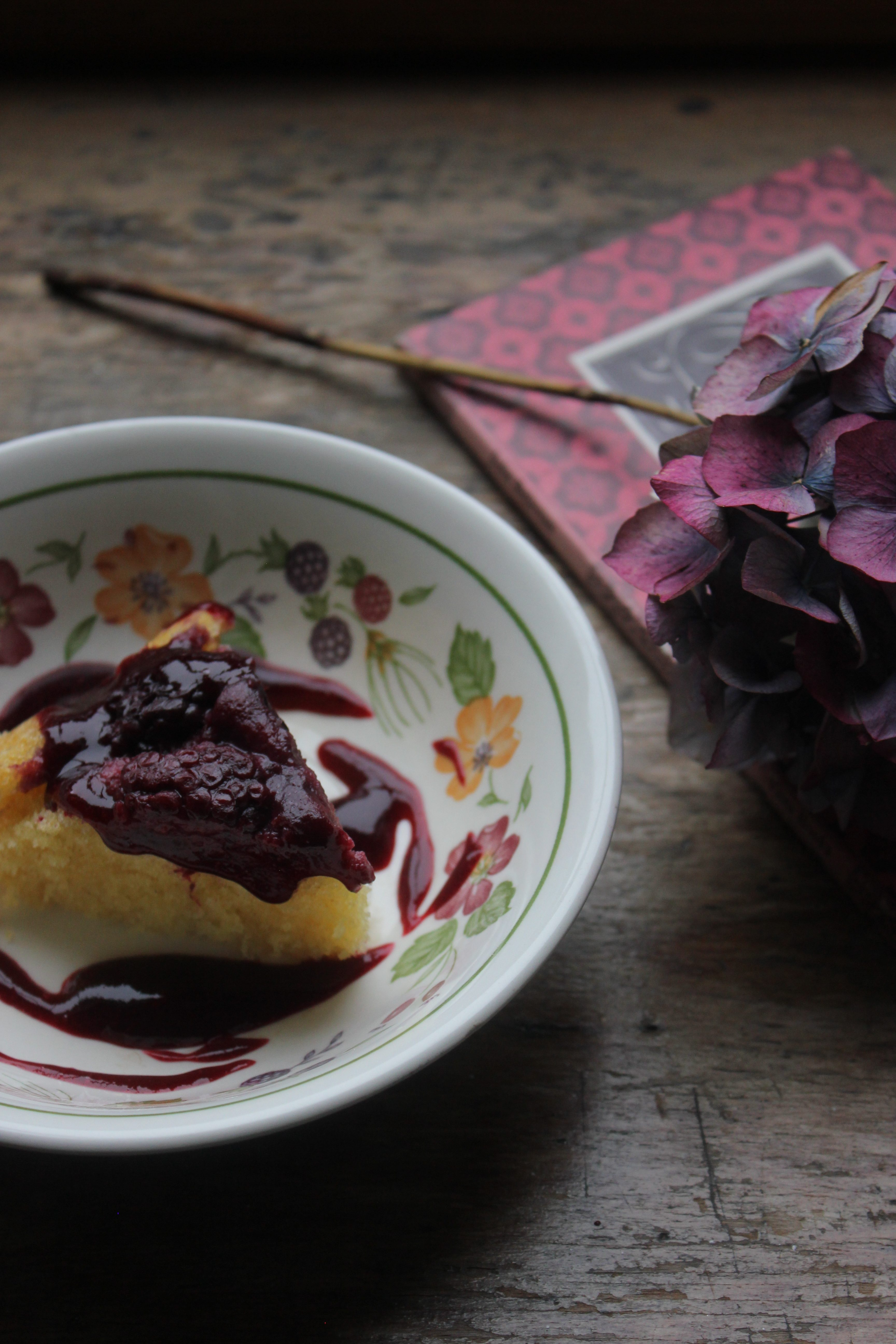 Steamed bramble pudding