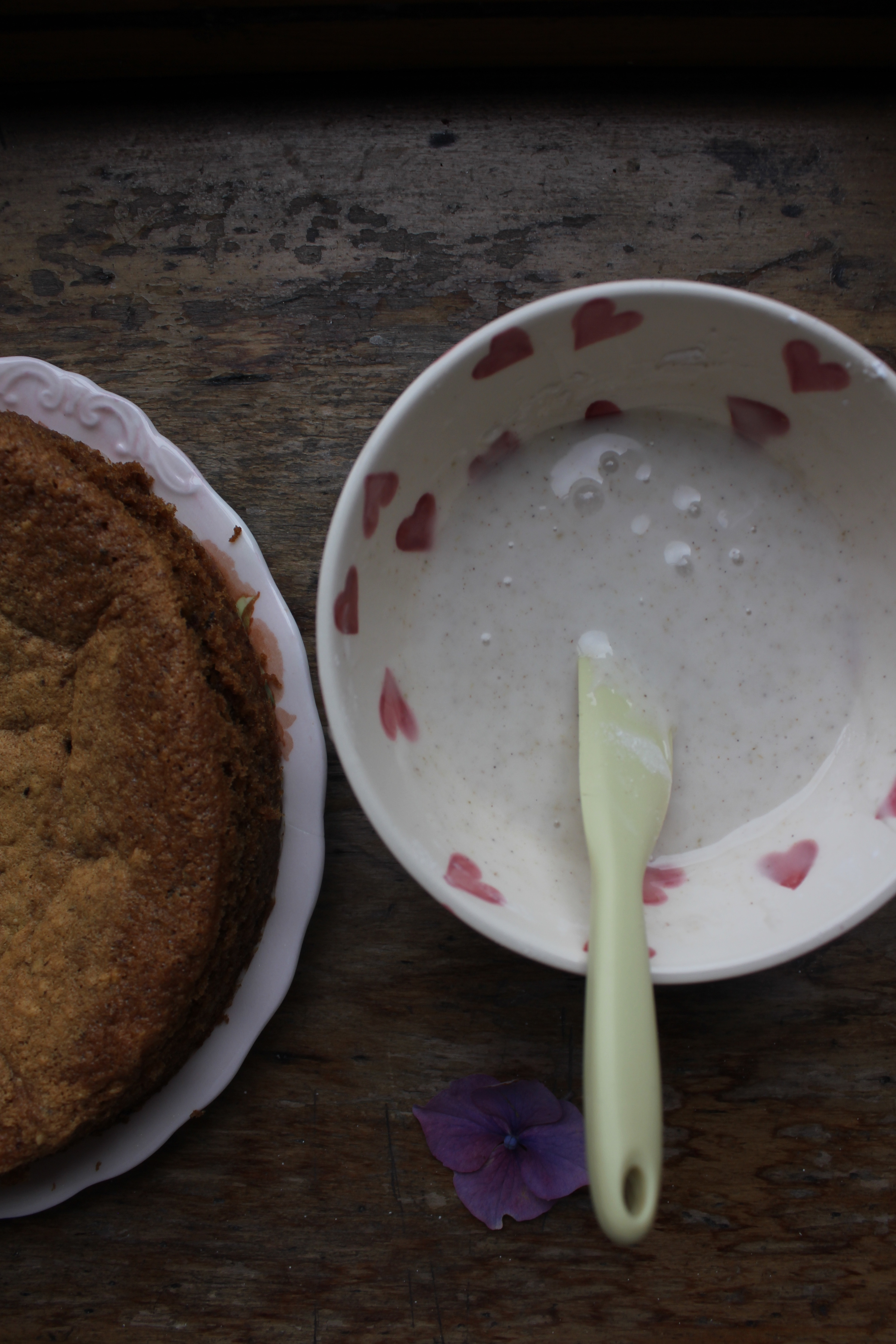 Wholemeal plum cake with spiced frosting