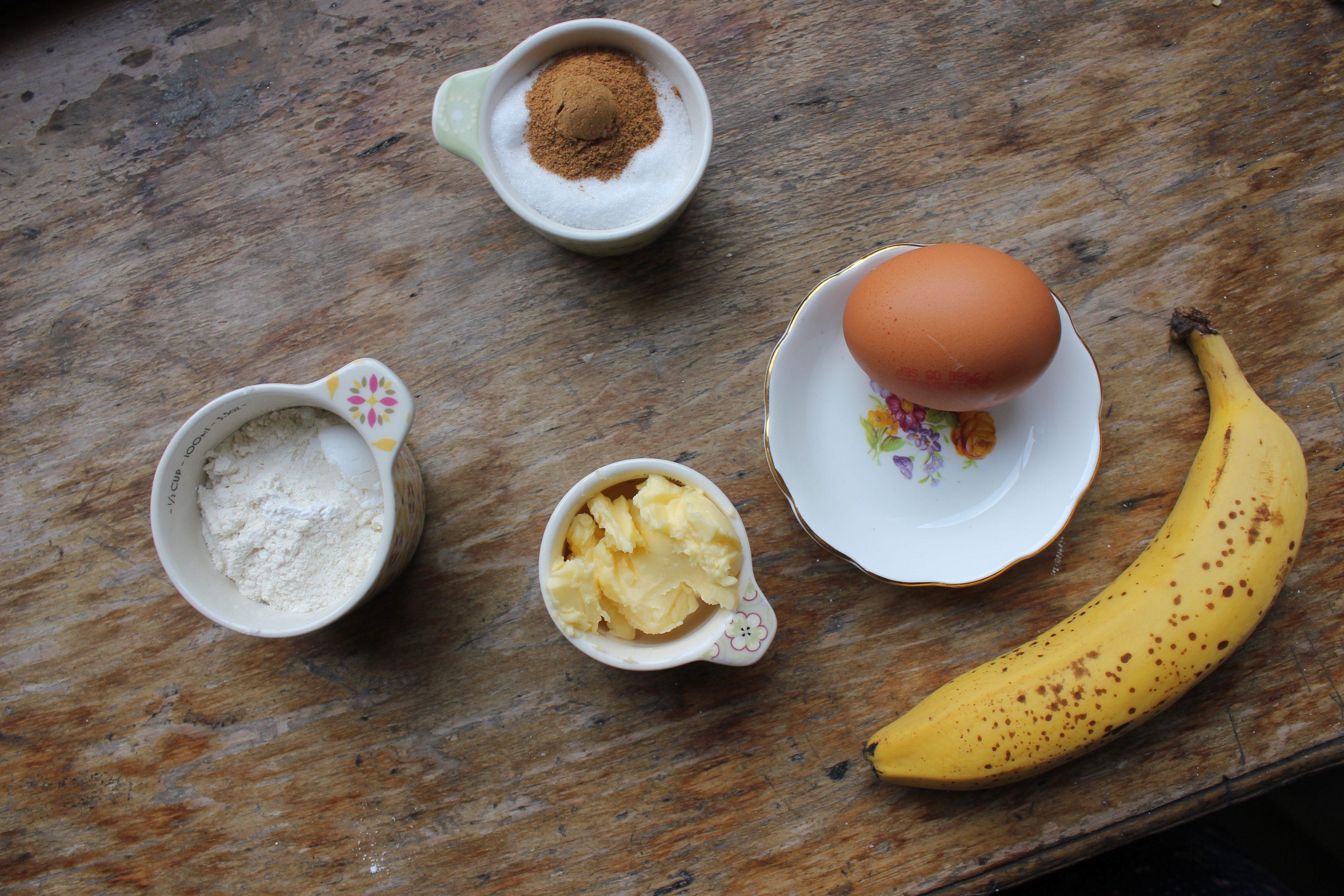 Banana and cinnamon mug cake