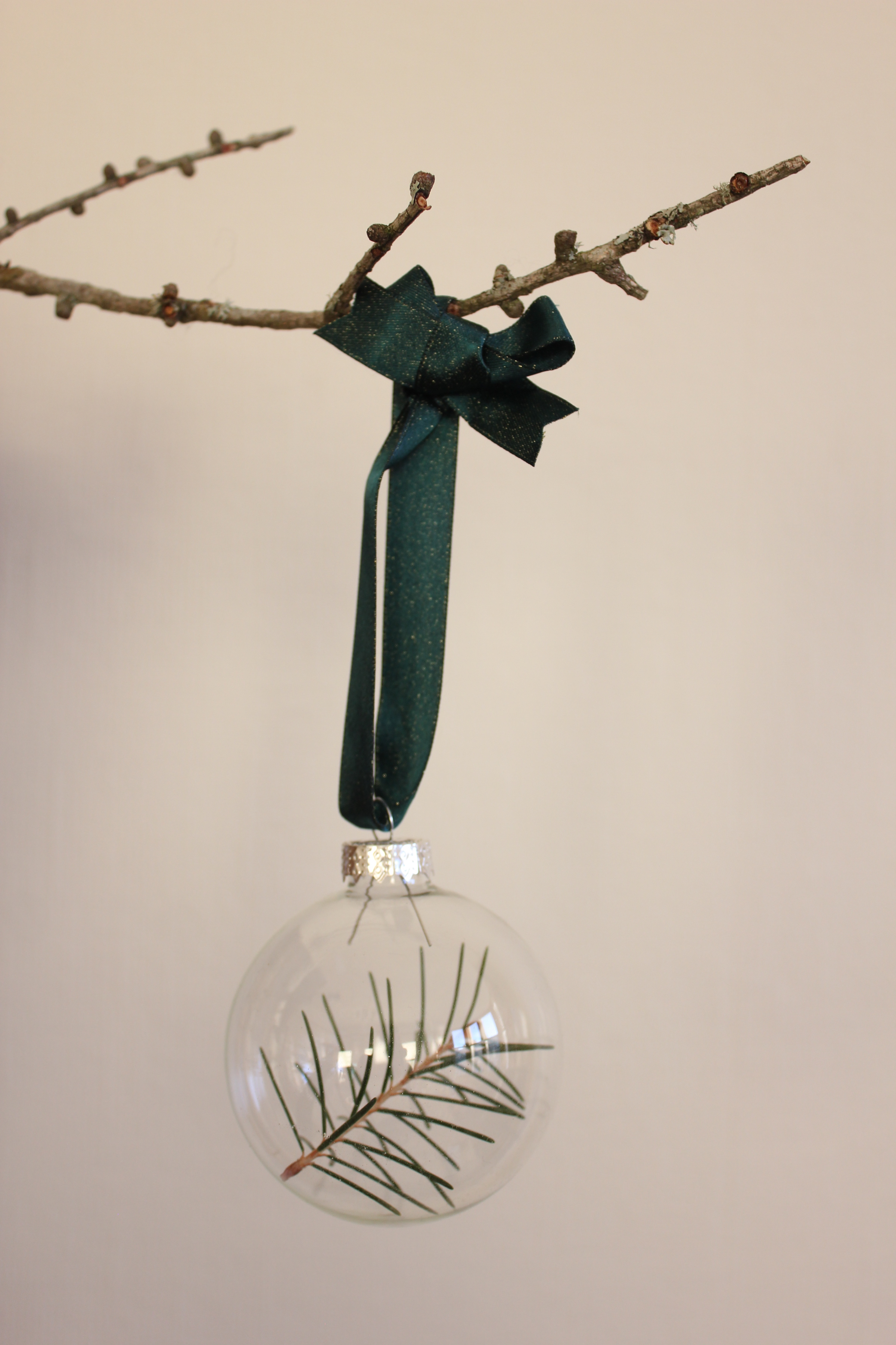 DIY Foraged Christmas Baubles