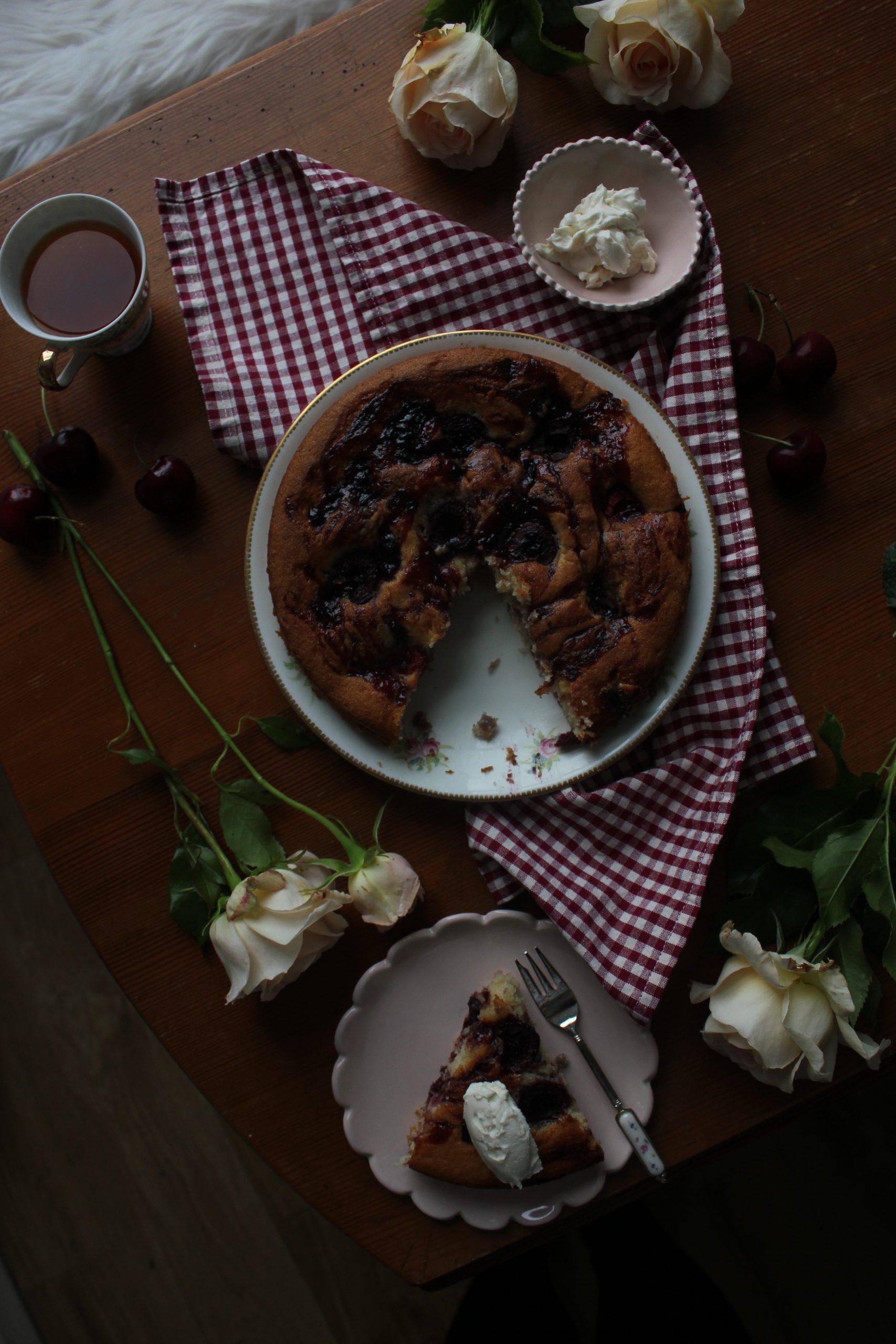 Cherry and mascarpone cake